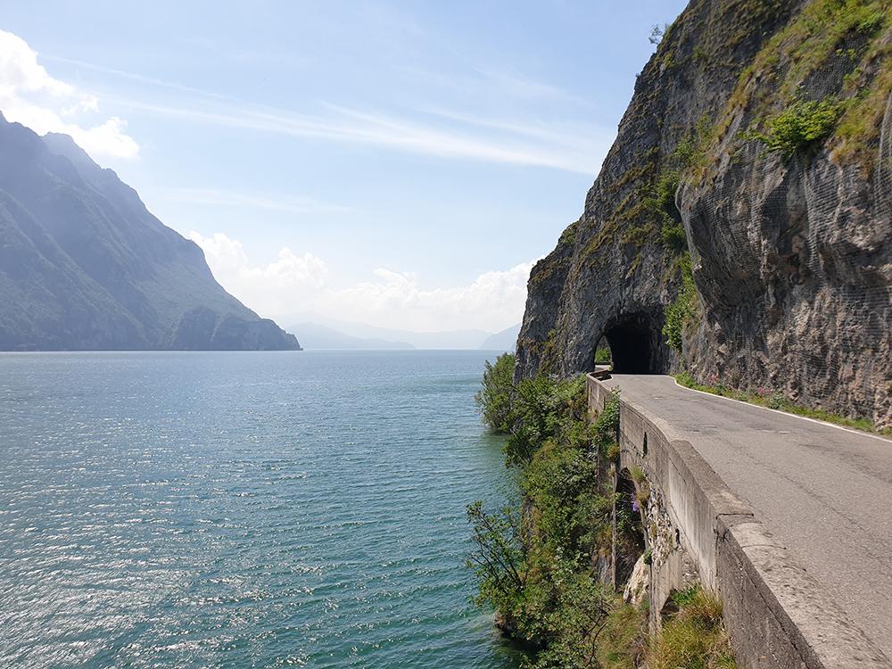 Lago d'iseo i Italia utenfor Bergamo og Brescia, vakker innsjø, innsjø italia