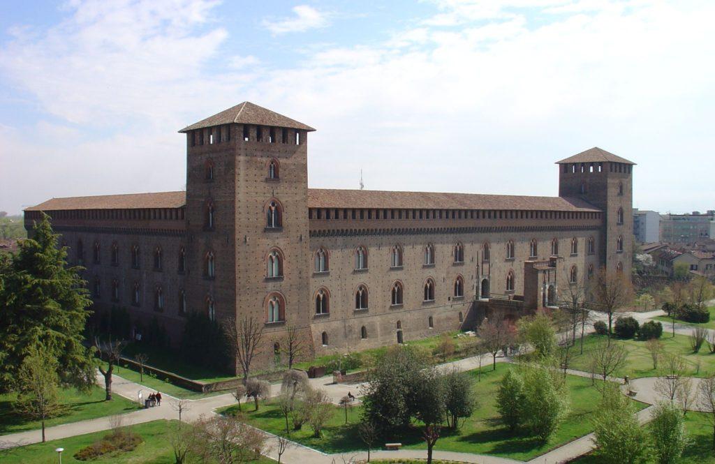 Det vakre slottet Castello Visconteo i Pavia