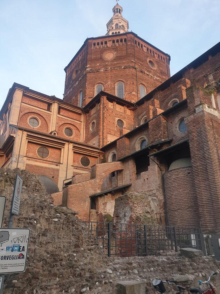 Bilde av den storslagende katedralen i Pavia, duomo di pavia