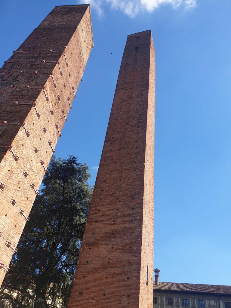 Middelalder tårn i Pavia, nesten 1000 år gamle tårn i italia, italia middelalder-tårn