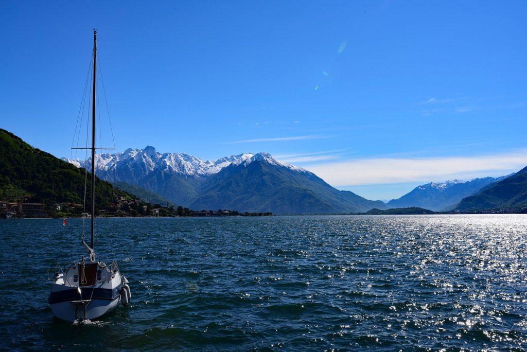 Comosjøen med starten på Valtellina-dalen med sine fjell i bakgrunnen